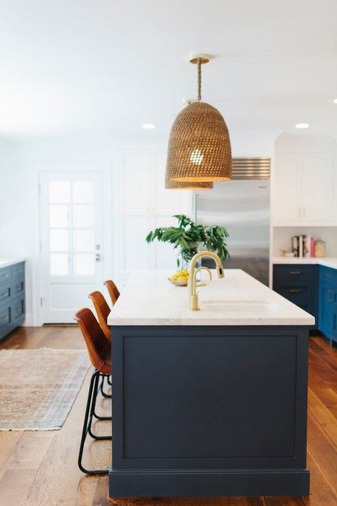 Kitchen cabinets in Benjamin Moore Hale Navy